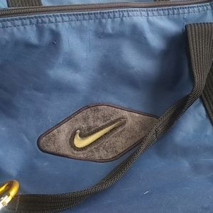Nike Duffle Bag sz18x11x22 $28+free Nike head band
